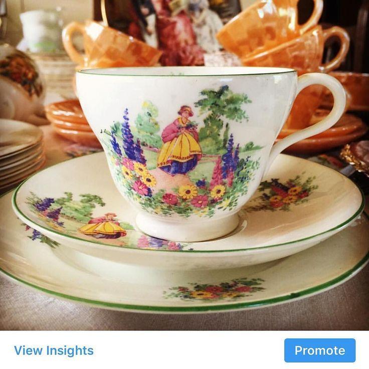 Ladyli bir çay fincanı daha secret garden temalı ingiliz yapımı  1920lerden kusursuz  FİYATI 150 tl .. #party #çaykeyfi #crinolinelady #teatime #trio #istanbul #limoges #bavaria #kahvekeyfi #mavi #antikadukkani #annemdenkalan #aladdins_antique #vintage #antique #royalalbert #istanbul #karyağıyor #ankara #izmir #trabzon