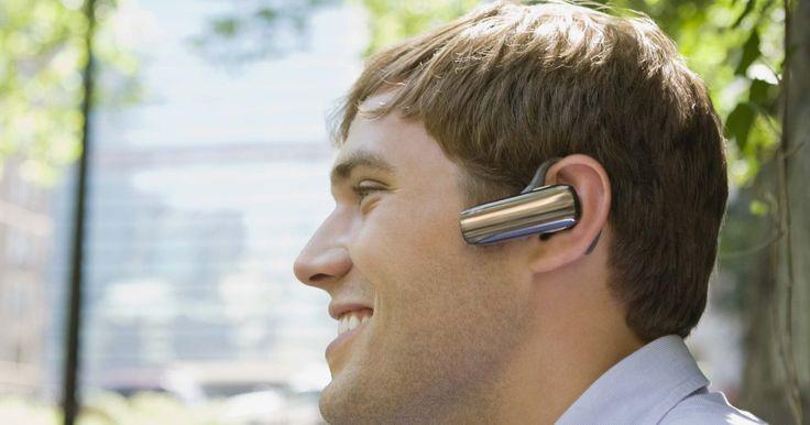 Meu fone de ouvido estéreo Bluetooth está pareado mas não funciona. Seu fone de ouvido estéreo Bluetooth deve estar sincronizado com outro dispositivo antes de funcionar, em um processo chamado de pareamento. Se os fones parecem estar pareados com um notebook ou celular, mas não tocam nenhuma música, você pode estar sem algum programa essencial, ou o dispositivo não é compatível.