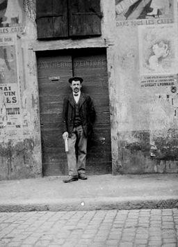 Le père de mon arrière-grand-mère Antoine Joseph Marie De Dominici, plâtrier, né à Rossa (ou Rosfa) en Italie en 1822 s'est marié en 1851 dans ma ville natale à L'Arbresle avec une jeune fille de 17 ans, Marie Merle ayant hérité d'une auberge. Le recueil iconographique que prépare pour octobre 2013, Jean-Luc de Ochandiano aidera sans doute à illustrer cette immigration italienne en région lyonnaise très présente dans la légende familiale et pourtant encore un mystère pour moi.