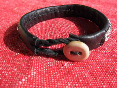 Learning how to make a Sami bracelet - Projectland - finally a site that shows what to do with the end!!!