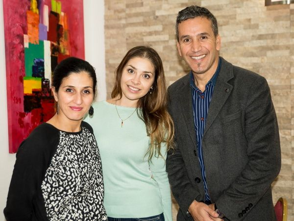 Au centre – Alina Yarovaya, soliste de Théâtre Bolchoï (Grand Théâtre) de Moscou ( Web-site officiel ). Mme Samira Guettache (direction), Mr Azeddine Guettache (gérant d'hôtel).
