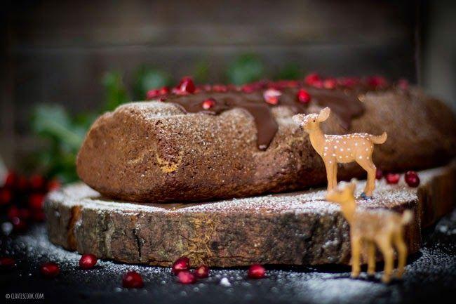 Tronco de chocolate com pimenta rosa e romã