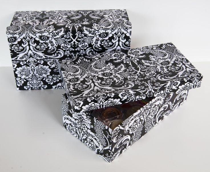 Instrucciones y fotografías para forrar una caja de zapatos con papel adhesivo estampado