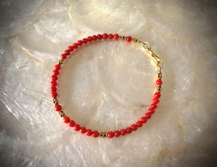 antike natürliche Koralle Armband 750er Gold solides Gold 18 Karat http://etsy.me/2Ct9KtR #schmuck #armband #750ergold #18kgold #italienischekoralle #koralle #colouredcat