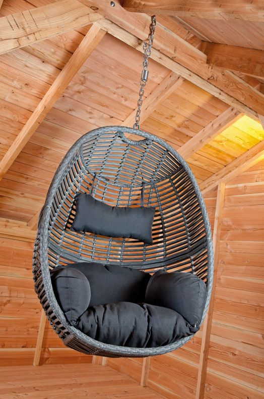 Relaxen? Deze trendy hangende #schommelstoel is perfect voor in de warme zomerdagen, hangend onder de verkoelende schaduw van een boom in de tuin, of misschien wel onder uw eigen terrasoverkapping? Deze moderne hangstoel wordt geleverd met bijpassende kussen en neksteun, zo kunt u lekker onderuit. Een ophangketting wordt natuurlijk meegeleverd. Geen boom of terras in de tuin? Deze hangstoel is ook verkrijgbaar met een strak aluminium frame, zo kunt u overal heerlijk rondhangen. #tuin…