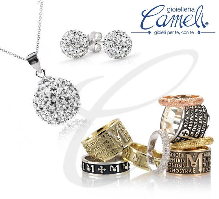Esalta il tuo look abbinando le creazioni #Swarovski con gli anelli #Tuum che mostrano il testo in rilievo in lingua latina delle preghiere  #cameli #monteurano #tuam #animae #gioielli