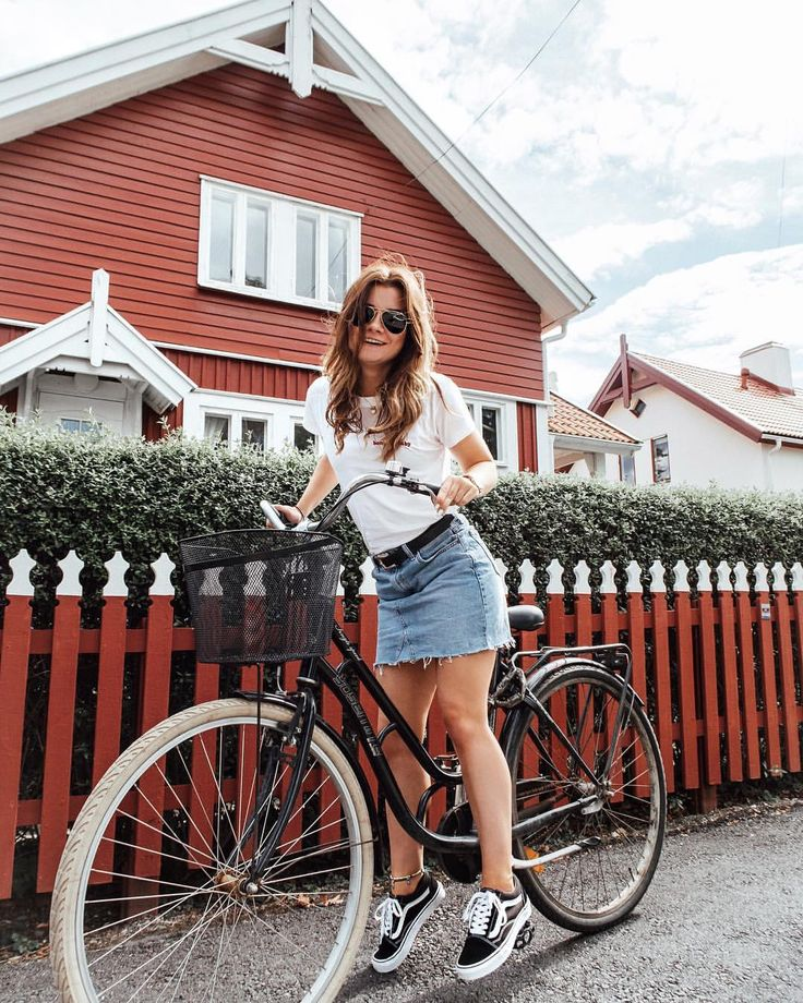 "985 Likes, 39 Comments - Nina Alina den Ruijter 🇳🇱🇵🇱 (@nina.alina) on Instagram: ""That was a fun bike ride 😄 🚲💕 and finally found my perfect Vans shoes via @styleloungeofficial…"""