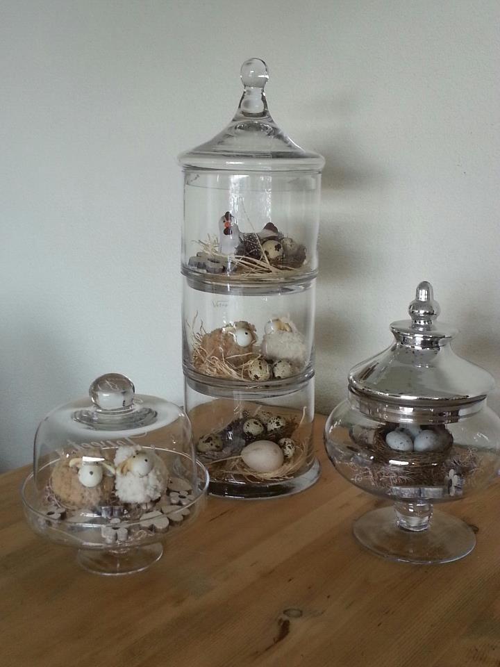 versierselen in glazen pot