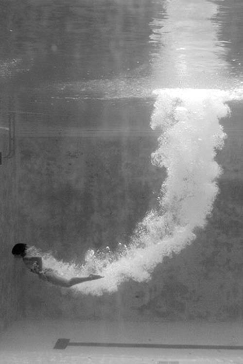 Underwater: The Dive - black & white