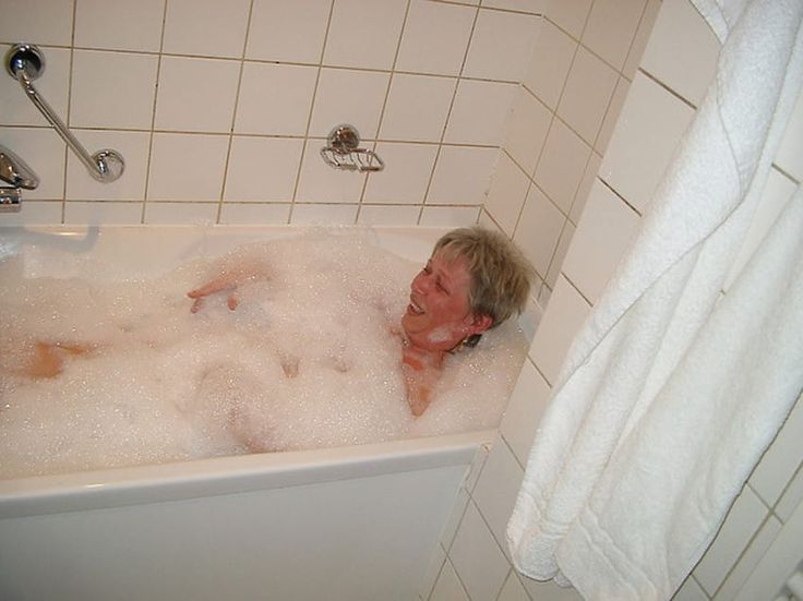 There's nothing more relaxing than a long, hot soak in the tub, but did you know that baths may actually be good for more than soothing away stress? Scientists now say that taking a hot bath burns aton of calories! It almost sounds too good to be true. T