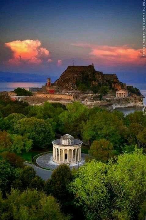 #Old_Town #Corfu http://www.delfinoblu.gr/agios-stefanos-corfu.htm