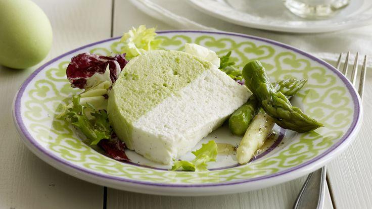 Cette terrine bicolore est réalisée à partir d'asperges vertes et blanches. Sa vinaigrette au citron vert et à l'huile de sésame en fait un mets de choix.