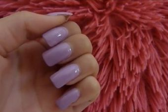 Comment retirer des ongles en acrylique à la maison !