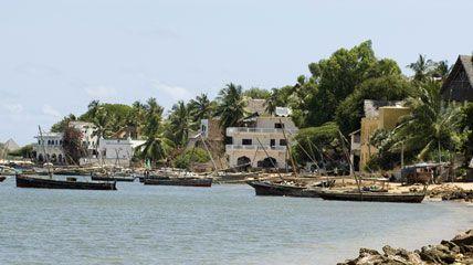 Si può raggiungere solo via mare e al suo interno non ci sono mezzi di trasporto se non asini: benvenuti sull'isola che ospita la più antica città popolata di tutto il Kenya