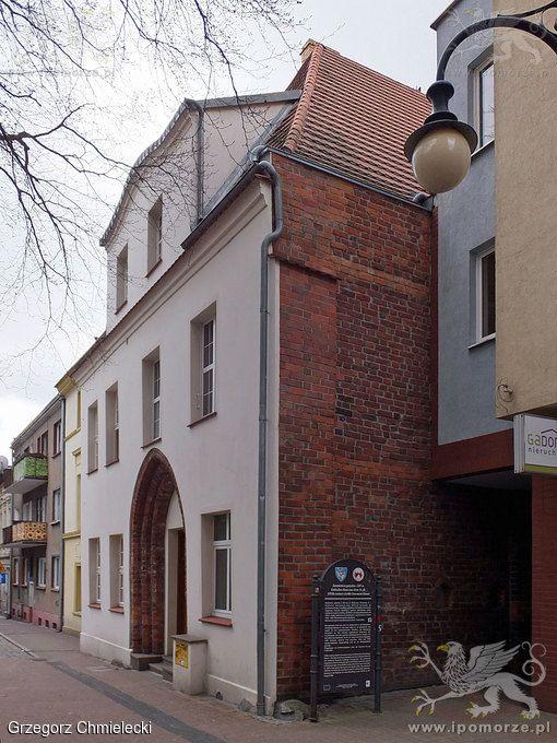 Koszalin. Kamienica gotycka z XIV wieku. Stan z 17 kwietnia 2015 roku