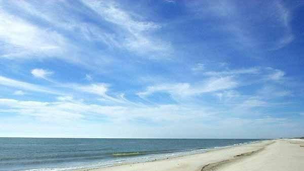 12 best beaches near Orlando, Florida - can't forget to bring baby powder to remove sand for the kiddos!