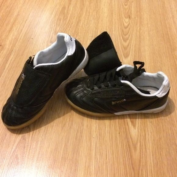 Brava soccer shoes Great condition! My son wore a handful of times. They are black with white and gold trim. Shoes lace up and there is a flap to cover the laces to avoid shoes untieing during play. brava Shoes