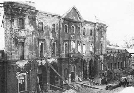 Branicki_Palace_destroyed_by_Germans.jpg (450×312)