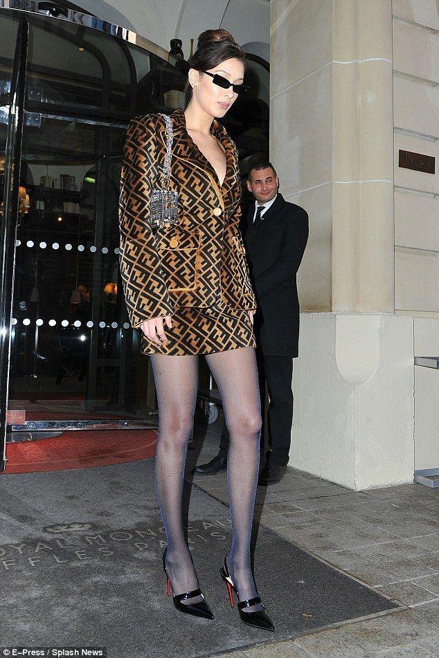 c954ae6c396 Bella Hadid and Gigi Hadid head to Vogue party in Paris ...