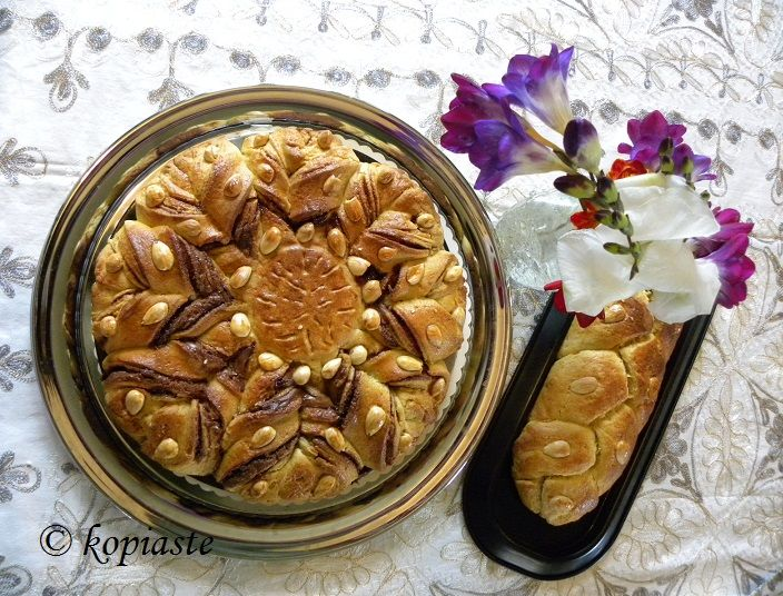 Tsoureki Flower, filled with Praline - Greek Easter, brioche bread. http://kopiaste.org/2015/04/tsoureki-flower-filled-with-praline/ Τσουρέκι Λουλούδι, με γέμιση Πραλίνας Φουντουκιού  http://www.kopiaste.info/?p=13588
