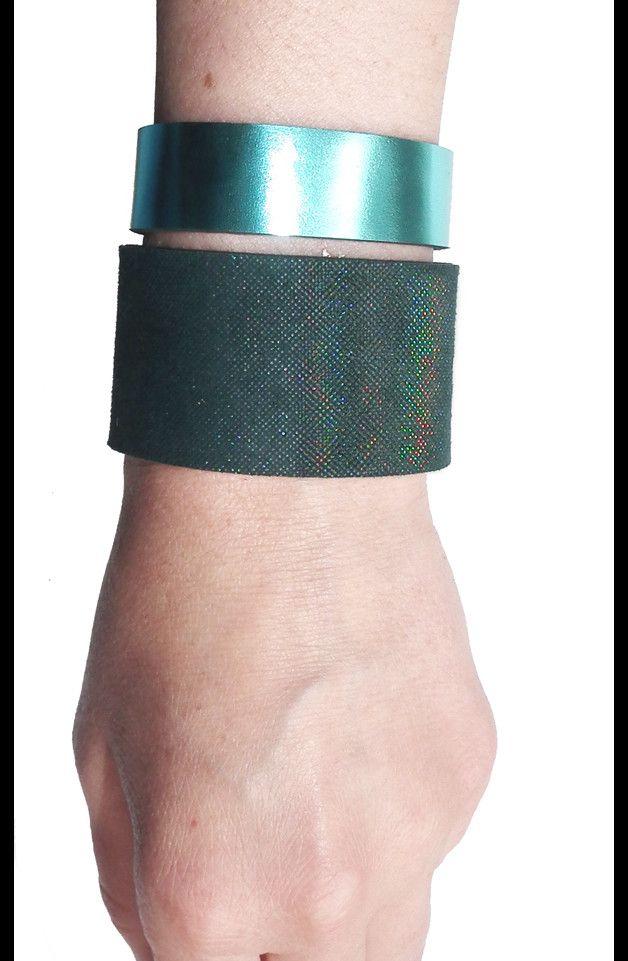 Komplet dwóch bransoletek skórzanych hologram - Mikashka - Bransoletki skórzane