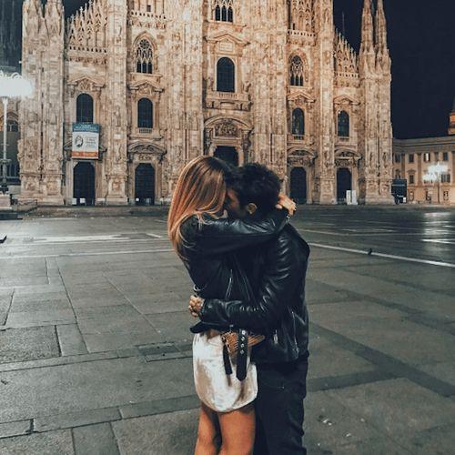 Fedez e Chiara Ferragni: bacio social con risate [VIDEO]