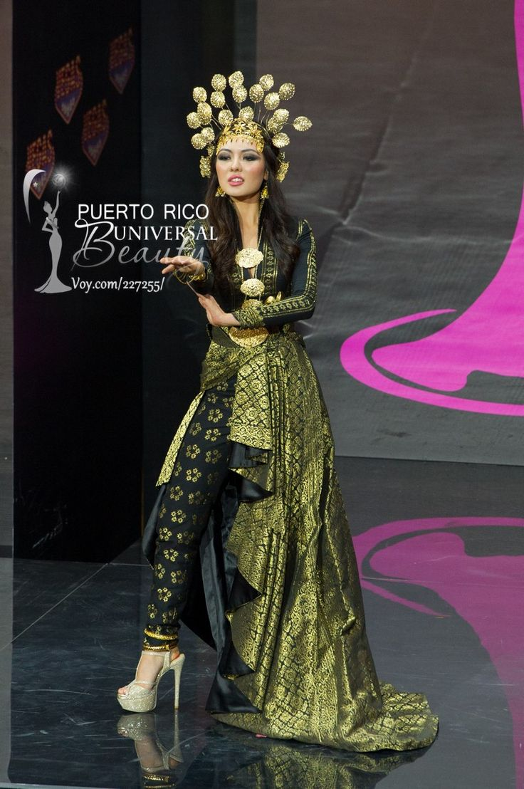 Carey Ng, Miss Universe Malaysia 2013, models in the National Costume contest at Vegas Mall on November 3, 2013.