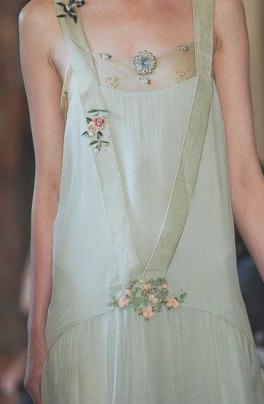 This is so ethereal and beautiful!  This would be perfect for a simple and intimate garden wedding.  Barefoot maybe?
