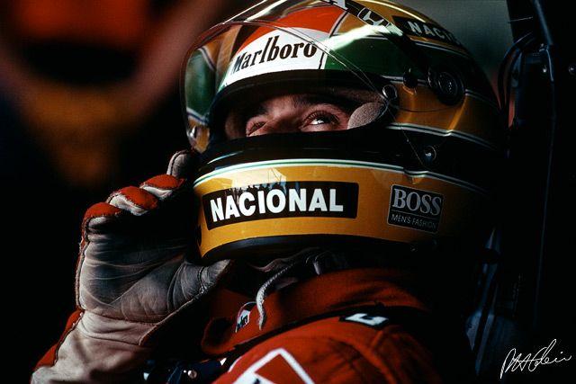 Superbe photo par Paul-Henri Cahier   Voir la vidéo sur Senna aussi : http://vimeo.com/13656079    http://www.f1-photo.com/  https://plus.google.com/111221903296999541273/
