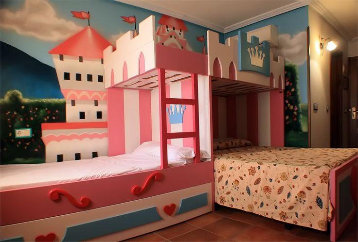 Alojamiento tematico, a 5 minutos del parque Warner , habitacion Tematica princesas mas info en:volantehostal@gmail.com
