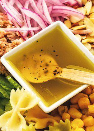 Ensalada de apio, atún, cebolla y almendras