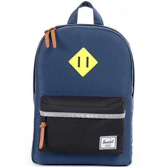 Классический надежный рюкзак Herschel Heritage адаптирован специально для детского роста и готов стать верным спутником в любых приключениях. Прочная ткань, вместительный основной отсеки внешний карман на молнии для необходимых мелочей – необходимый минимум для лаконичного стильного дизайна