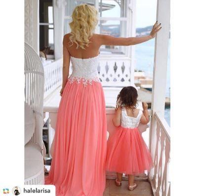 alcheracom#GPRepost,#reposter,#notetag @halelarisa via @GPRepostApp ======> @halelarisa:Herkese mutlu ve eğlenceli haftasonları diliyoruz💕 Anne kız biz bugün böyleyiz👩🏼👧🏼 Alchera nın bu sene ki Floral Dreams koleksiyonunda bir ilk yaparak annesi ile 1-1 aynı olan Mom&Kids koleksiyonu çıkardı.Çok çok yakında online satış sitesi açılacak,bir göz atmanızı tavsiye ederim💖👌🏼 #alchera #alcheracom #alcherafloraldreams #momkids #alcheramomkids
