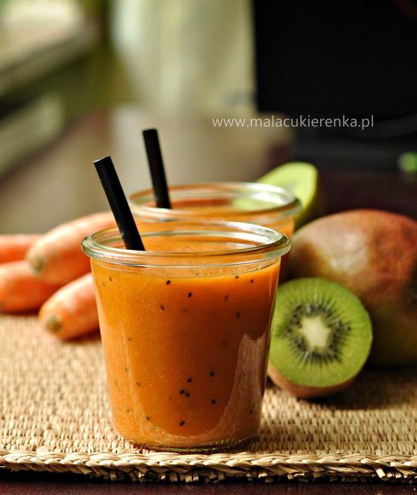 Smoothie z mango kiwi i marchewka