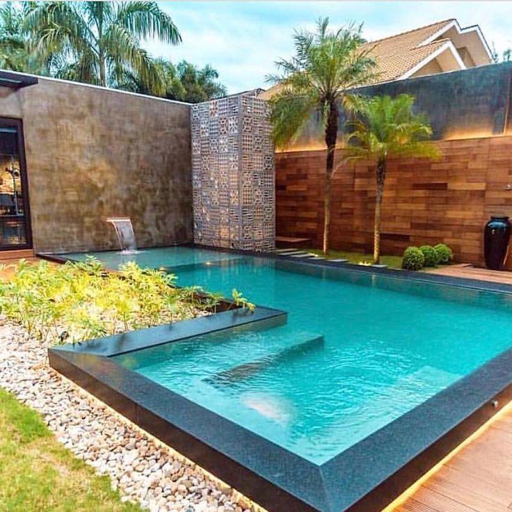 Que piscina é essa heim? Muito tendência! ⠀ ・・・・・・・・・・・・ ⠀⠀ Autoria: @bibyanabernardon.arquitetura ⠀ Mais inspirações no @decormaisdecor . ⠀ ・・・・・・・・・・・・ ⠀ → Usem a #grupojsmais e tenha seus projetos nos perfis do @grupojsmais. ⠀ ▸@diacriativo ▸@imaginevoceaqui ▸@engenhariaeinteriores ▸@pontodefugaarq ⠀ Somos todos #geraçãocarolcantelli ⠀ ・・・・・・・・・・・・ ⠀ #architecture #construção #architecture #somosconteudo_ #arquitectura #architettura #tendencia2017 #arquitetura #design #arte #de...