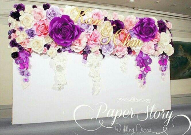 pared en flores de papel