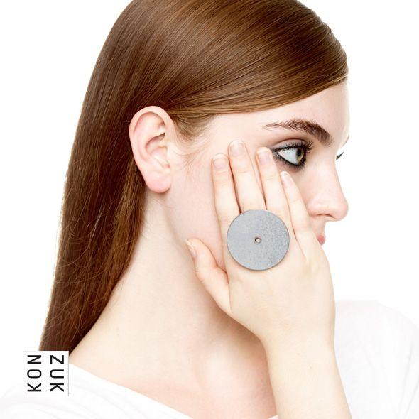 KMr183 Discus Concrete Ring