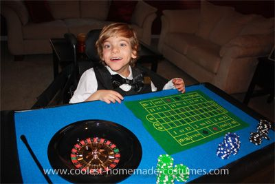 Love. Best homemade wheelchair costumes.Favorite Places, Halloween Costumes, Dealer Halloween, Awesome, Wheelchair, Halloween Treats, Casino Dealer, Halloween Ideas, Costumes Ideas