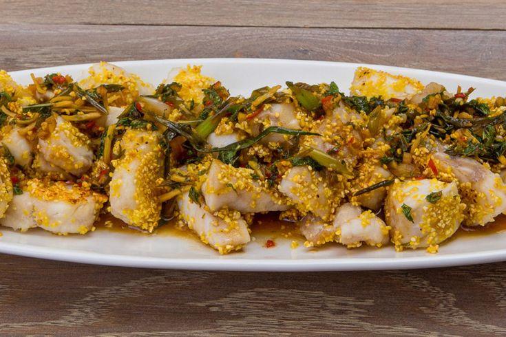 Грех не позаимствовать потрясающие рецепты тайской кухни, особенно когда они готовятся 15 минут. Вкусные и хрустящие кусочки нежной рыбы в остром пряном соусе – отличный тому пример.