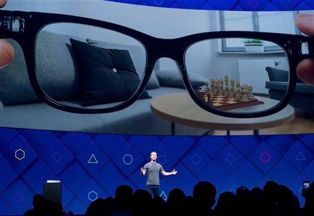 Facebook anuncia planeas de realidad 'aumentada'   El director ejecutivo de Facebook Mark Zuckerberg habla en la conferencia anual de programadores de la compañía el martes 18 de abril del 2017 en San José California.  Read more here: http://ift.tt/2pEWrUK  La promesa de realidad virtual y realidad aumentada fue el tema central el martes en la conferencia anual de Facebook para desarrolladores de software inaugurada por el director general Mark Zuckerberg con una plática sobre las…