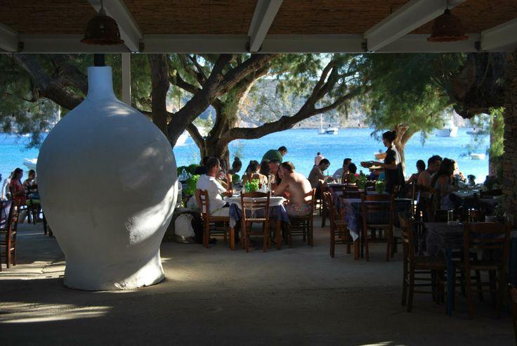 """Στο """"μεράκι του Μανώλη"""" στο Βαθύ της Σίφνου, θα βρείτε μπύρες από όλη την Ελλάδα."""