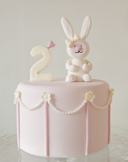 Tartas de cumpleaños - Birthday Cake - Ava's Bunny Cake by Sweet Tiers, via Flickr