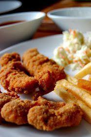 Stripsy z kurczaka jak z KFC... Złociste, delikatne polędwiczki z kurczaka. W chrupiącej panierce z dodatkiem płatków kukurydzianych. Pik...