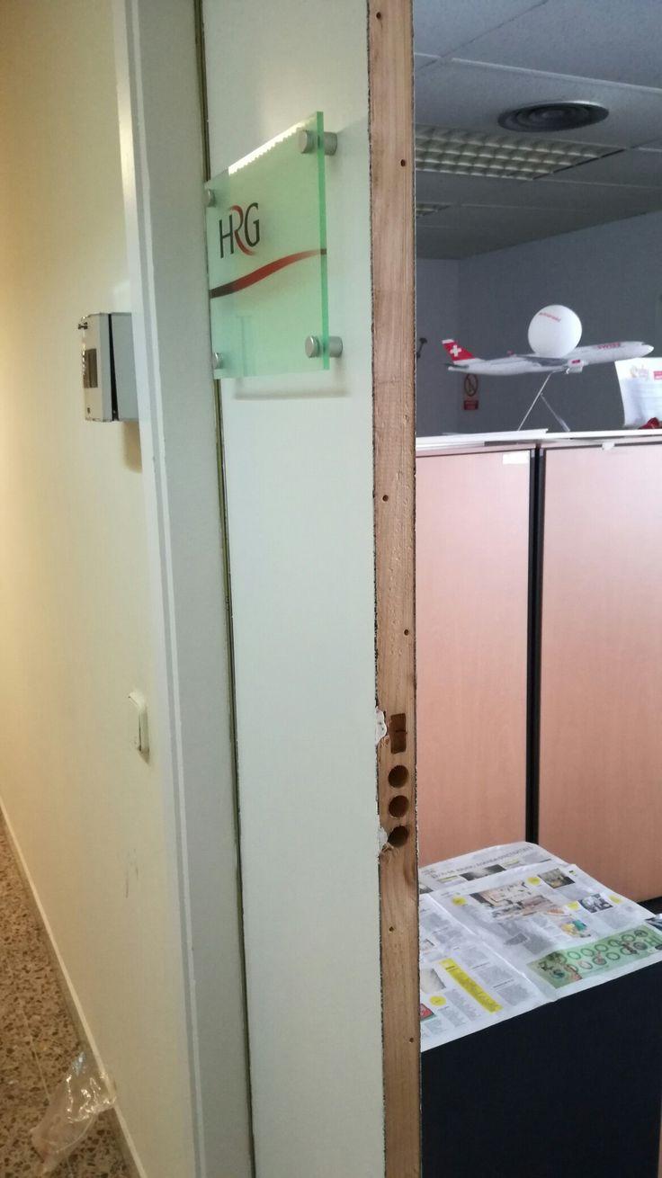 Instalación de cerradura eléctrica en puerta que no existía