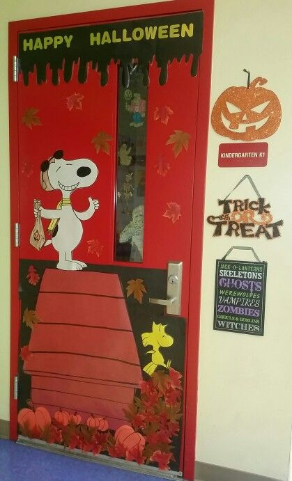 Halloween Snoopy door decorated