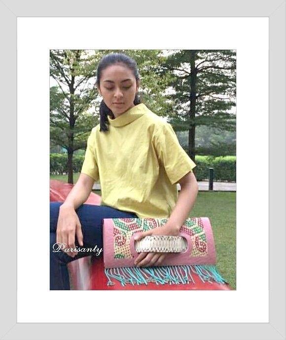 Tas Wanita Terbaru Larrisa clutch PARISANTY in INACRAFT 2017 . . Jual tas wanita terbaru 2017 original dari Parisanty #etnicBag. Koleksi tas wanita terbaru terlengkap dari Parisanty #etnicBag. Dapatkan tas wanita terbaru kualitas nomor satu.tas branded,tas sekolah,tas branded murah, ========= HP 0813-1890-3900 ============ tokopedia tas,harga tas,grosir tas,model tas wanita