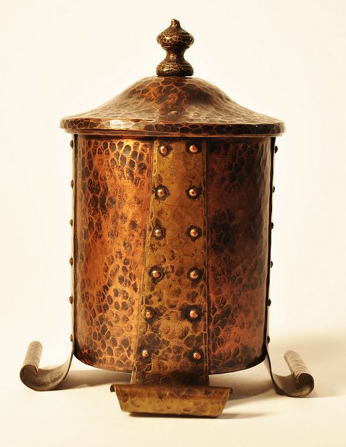 Benedict Studio (1907-1920) - Humidor. Hammered Copper & Brass. East Syracuse, New York. Circa 1910.
