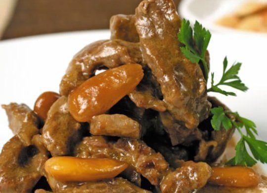 Ingredientes: Aceite de oliva, Cebolla, Bistec a tiras, Harina, Sal, Nata líquida, Salsa de soja, Almendras tostadas