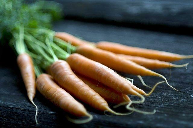 Marchewka jest bardzo popularnym warzywem w polskiej kuchni, ale czy zdajemy sobie sprawę jej prozdrowotnych właściwościach? http://naturalniezdrowy.com.pl/szybki-wpis-1-marchewka/