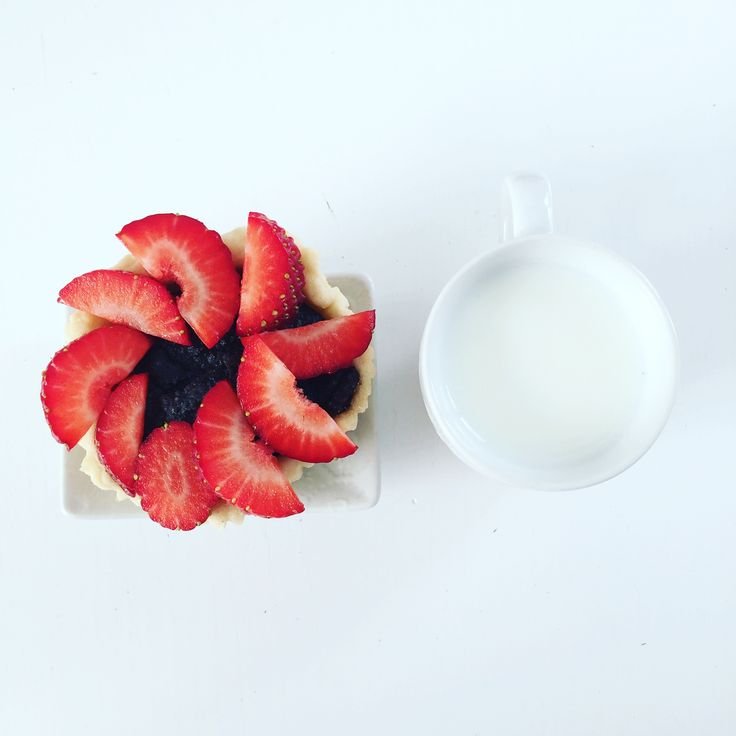 Milk, dessert, strawberries